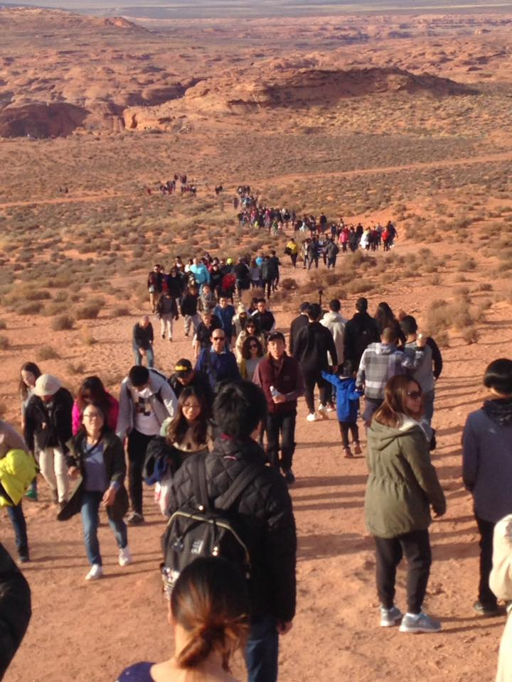 Crowds at Horseshoe Bend (credit Brian Woodhouse)