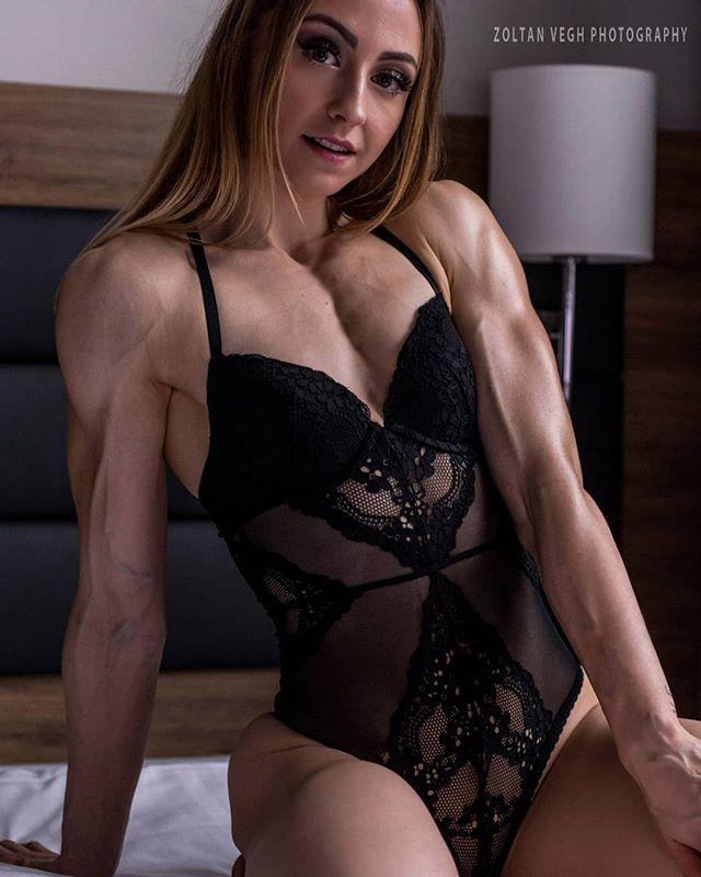 @xoaxoa #fitnessglamour #zoltanveghphotography #fitnessphotography #girlswithmuscles #girlswholift #shredded #fitnessgirls