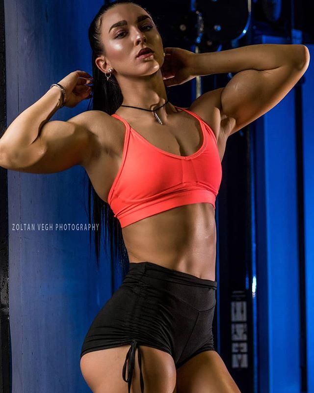 @superwoman_tati 💪#gymshoot #zoltanveghphotography #stuttgart #girlswithmuscles #girlswholift #fitnessgirls #flexingladies #fitnessphotography