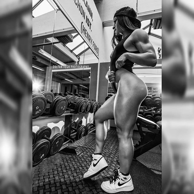 @lisa_msw #gymshoot #zoltanveghphotography #bikiniwellness #girlswholift #girlswithmuscles #girlswhosquat #fitnessgirls