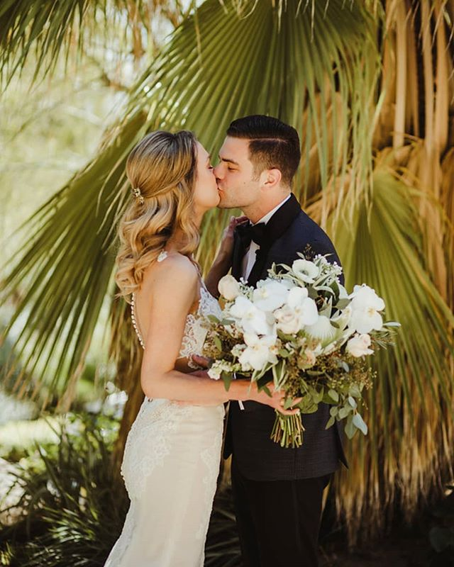 W H I T N E Y + S A M  Make-up: @sarahnelsonmakeup Bouquet:  @vasobello  Venue: @colony29 DJ @voxdjs⠀⠀ Cake @susiecakesbakery⠀⠀ Video: @lifeasiz Calligraphy: @brownfoxcalligraphy  #hairofthebride  #brideandgroom #palmsprings #palmspringswedding  #justmarried #happy #love #ochairstylist #organic #nontoxicbeauty #greenbride #bride #hair #bridal #weddinghairinspo #weddinginspo #weddinghairstylist #weddingstyle #orangecountybridal #extensions #clipinextensions #organichaircare #nontoxic #organichairstyling #goddess #ethereal #blondebride #colony29 #weddingvenue #waves