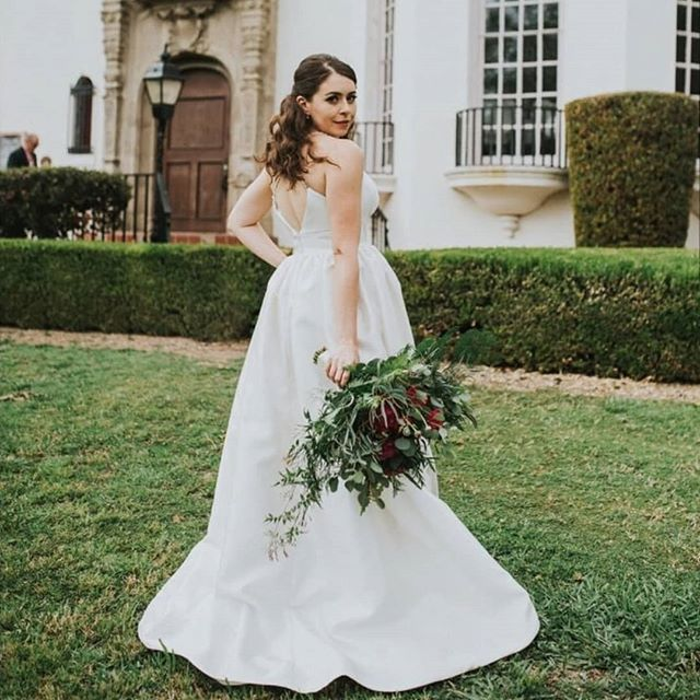 Shira.  #hairofthebride · · · · #greenbride #nontoxicbeauty #beauty #bridal #bride #organichairstyling #organichairproducts #nontoxic #hairandmakeup #love #losangelesweddings #ocbridalhair #ocwedding #ochairstylist #ocbridalstylist #naturalbride #goddess #goddesswaves #married #weddinghairstylist #weddings #nontoxichaircare #hairthatlasts #haircare #weddinginfluencer #nontoxicinfluencer #bridalhairexpert #hairinfluencer #hair