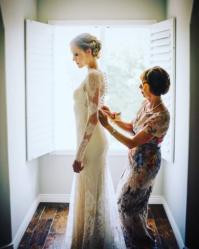 Mother + daughter (Emily's dress though. . . )  #hairofthebride · · · · #greenbride #nontoxicbeauty #beauty #bridal #bride #organichairstyling #organichairproducts #nontoxic #hairandmakeup #love #losangelesweddings #ocbridalhair #ocwedding #ochairstylist #ocbridalstylist #naturalbride #goddess #goddesswaves #married #weddinghairstylist #weddings #nontoxichaircare #hairthatlasts #haircare #weddinginfluencer #nontoxicinfluencer #bridalhairexpert #hairinfluencer #hair