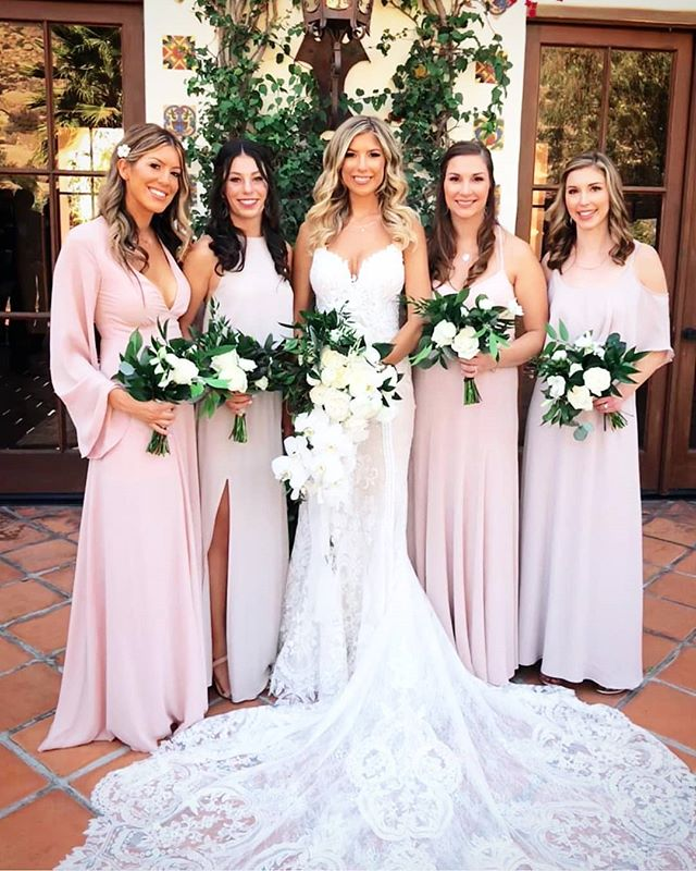 Sneak peak of Nicole's wedding, at Hummingbird Nest Ranch.  #hairofthebride  Event planner @sarah_lbevents Hair @hairofthebride @bowsandarrowhair Make-up @courtdappmakeup @kellie.rose.collins Flowers @uniquefloraldesigns Photographer @lauramollphoto Venue @hummingbirdnestranch · · · · #nontoxichairproducts #nontoxichaircare #bride #bridesmaids #weddinghairstylist #weddinghairinspo #greenbride #greenbridalhair #goodvibes #greatpeople #love #loosehalfup #longhair #extensions #clipinextensions #californiawedding #southerncaliforniabridal #softcurls #hairstylistoc #justmarried #ethereal #weddingday #organichairstyling #bighair #volume #blowout #bridalblowout