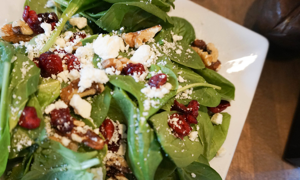 "<alt =""fresh salad in Lafayette"">"