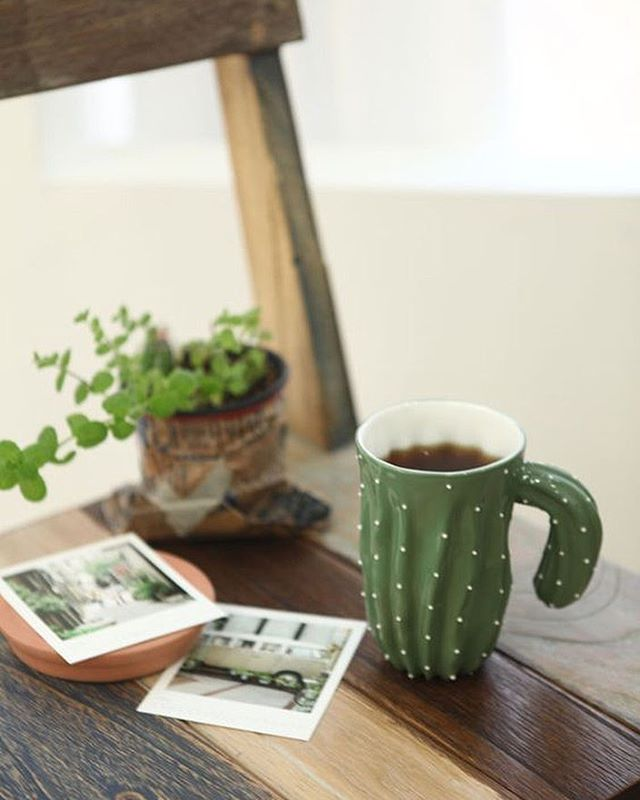 A cute little cactus mug & some art. What else do you need in life?! 😍🌵 Follow us on Pinterest 👉 Pinterest.com/sarahwhitney_ #cactuslover #photoprint