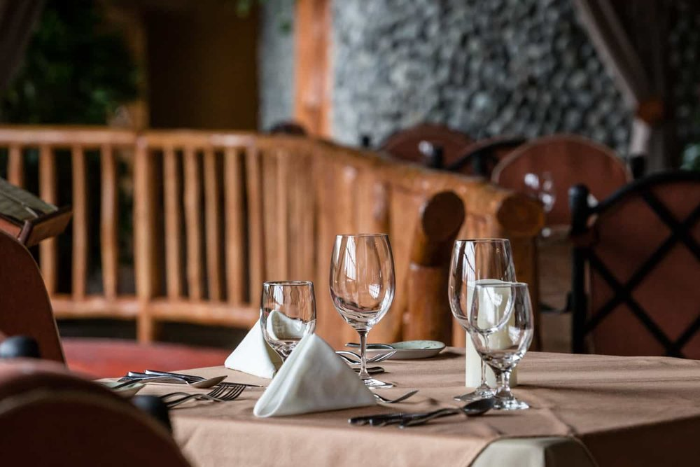 Up close picture of Vista Poas dining table for wedding guests.