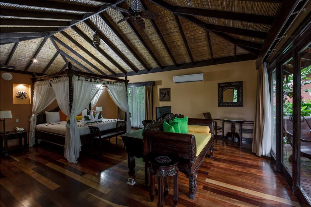 Photo of canopy bed in Honeymoon Suite in rainforest.