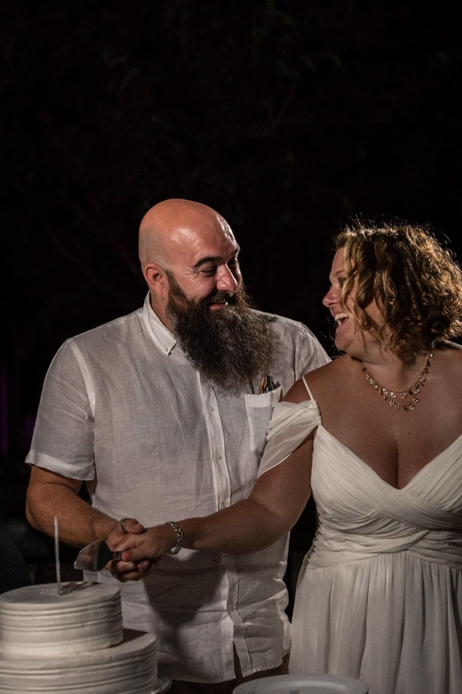 Bride and groom cutting their wedding cake at Dreams Las Mareas in Costa Rica.
