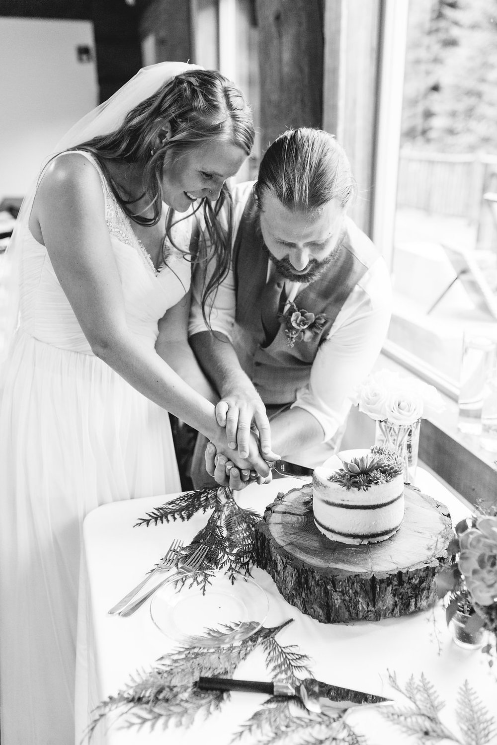 Washington Wedding Planner Coordinator Cabin Creek Lodge Detail Shots Perfectly Planned Moments Whistling Dixie Photography Cake Cutting Ceremony.jpg