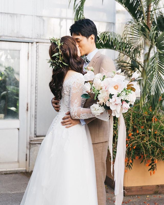Warmly kiss~ Wedding planner & DOC @mannasunevents  Florist @nicolehadesign  Gown @jinzabridal  MUA @lichunxiang @aplusmakeupstudio  Video @marioandfranproductions  Venue @ucbgarden . . . . .  #weddingseason #loveauthentic #ftwotw #bohowedding #elopement #brideandgroom #smpweddings #shesaidyes #realweddings #weddingdetails #weddingchicks #risingtidesociety #loveintentionally #destinationwedding #vintagebride #destinationweddingphotographer #featuremeoncewed #stylemepretty #elopementphotographer #bohobride #intimatewedding #sanfranciscoweddingphotographer #sweetkiss #letsgetmarried #weddingdetails #weddingday💍 #bayareaweddingphotographer #fineartwedding