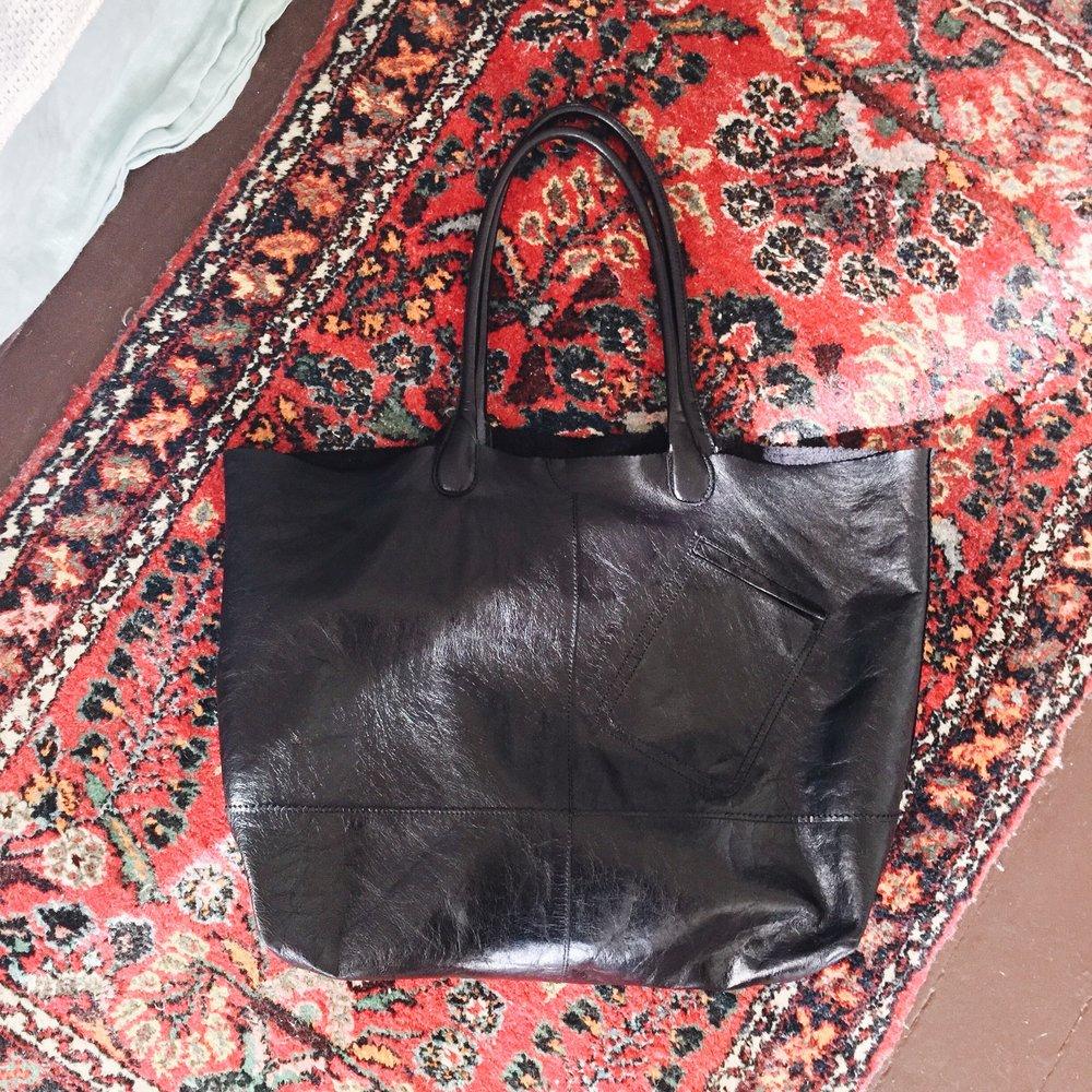hobo-rozanne-tote-black.JPG