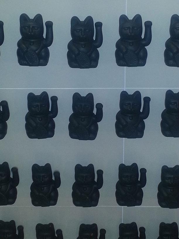 ENDLESS GAIN: 400+ black maneki-nekos (or waving lucky cats)