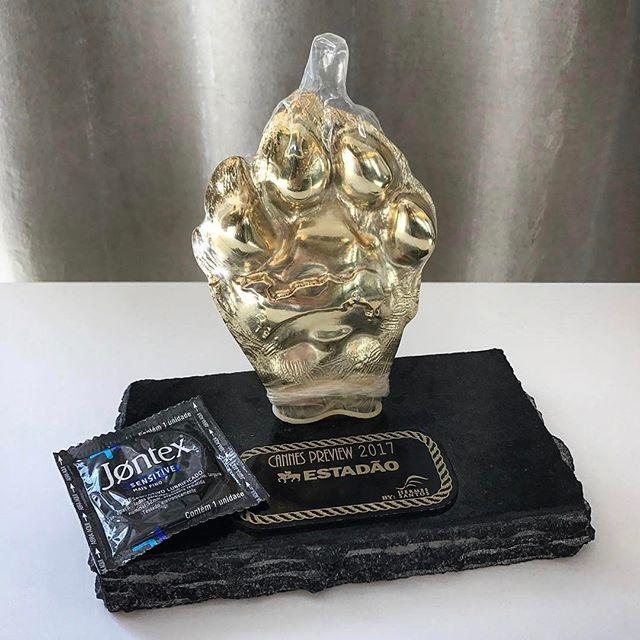 O prêmio já está protegido!!!O nosso filme Rainbow para Jontex foi o mais votado ontem no evento Cannes Preview promovido pelo Estadão! Parabéns a todos envolvidos! @tpicassati @iurimaia @danielak @renata_bokel @m4444rcelo @torma_ @alexrava @mzorza #BetcHavas