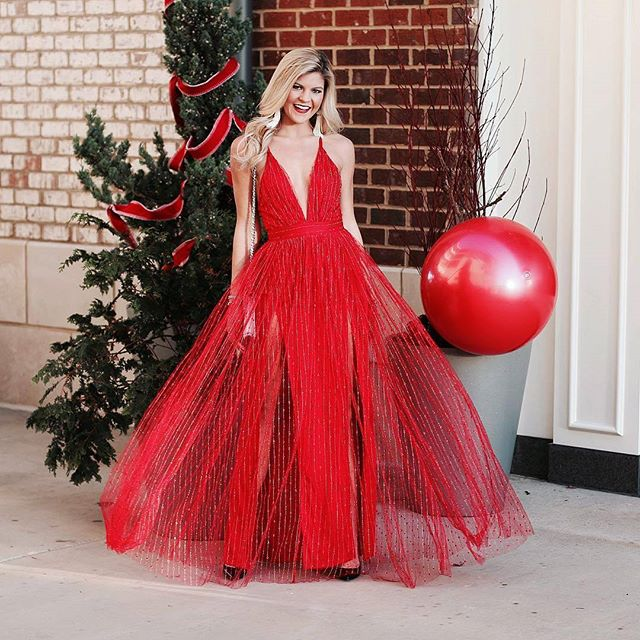 @torunnlee looks like a Christmas dream in this gorgeous red gown. Go check out her beautiful page, get details on this look, & pick up your pair of @hiddendelicatesnip Nipple Covers to compliment any holiday outfit! . . . #instastyle #fashionblogger #instafashion #fashionista #stylish #shopaholics #fashionaddict #currentlywearing #ootd #styleinspo #christmas #smallbusiness