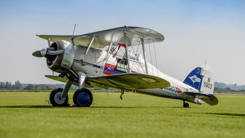 One more example of using the out-of-focus characteristics of the 80-400.     Bokeh pano of a Gloster Gladiator. Bokeh-pano of 8 overlapping portrait-format images, stitched in Lightroom CC. The original stitched image comes in at about 90 Mpx :-)