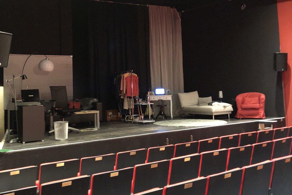 Stage - Set
