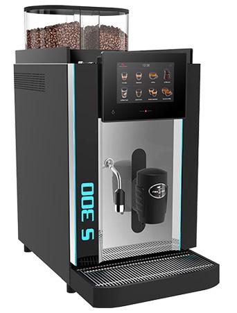 Vollautomat250 - 250 Tassen pro Stunde7″ Touchscreen für die Einrichtung von bis zu 24 Getränke-Symbolen.2 unterschiedliche Benutzeroberflächen.Die bewährte Metall-Brühgruppe fasst bis zu 23 Gramm Kaffeepulver und erfüllt die höchsten Ansprüche an die Kaffeequalität.Einfache Bedienung und Pflege dank visueller Bedienerführung und automatisierter Reinigung.Schweizer Qualität – Swiss Made.