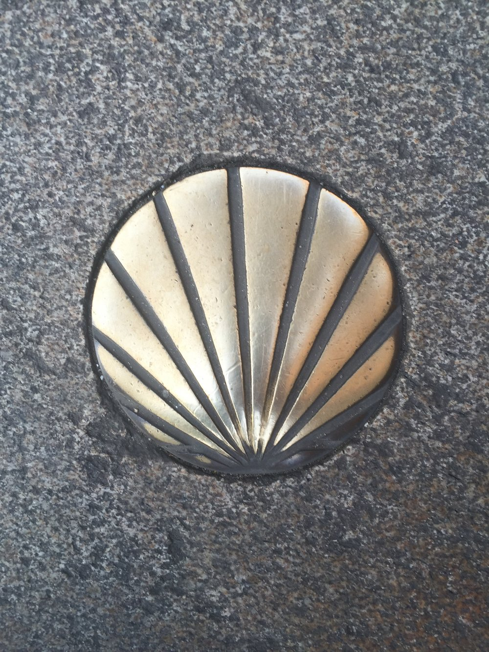 Scallop shell lining the square