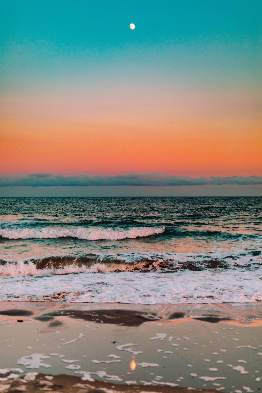 sarah-lewis-unsplash-moon-ocean