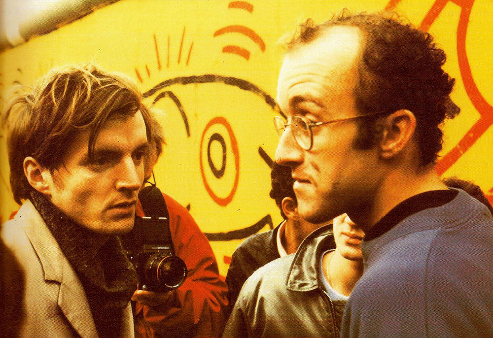 Thierry Noir and Keith Harring at the Berlin wall