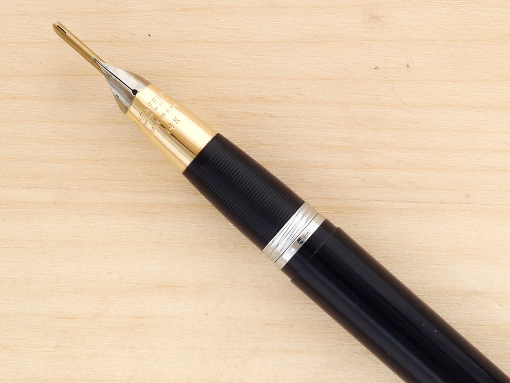 Sheaffer Snorkel Valiant, First-Year, XF showing the 14k gold tube extended