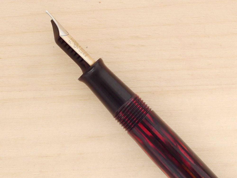 Sheaffer Balance Vac-filler in Carmine, F, side view of the 14k Lifetime nib, showing perfect tipping geometry