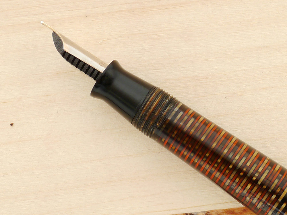 Parker Blue Diamond Vacumatic Major Golden Pearl,  F, a nib profile showing perfect tine alignment and tipping material geometry