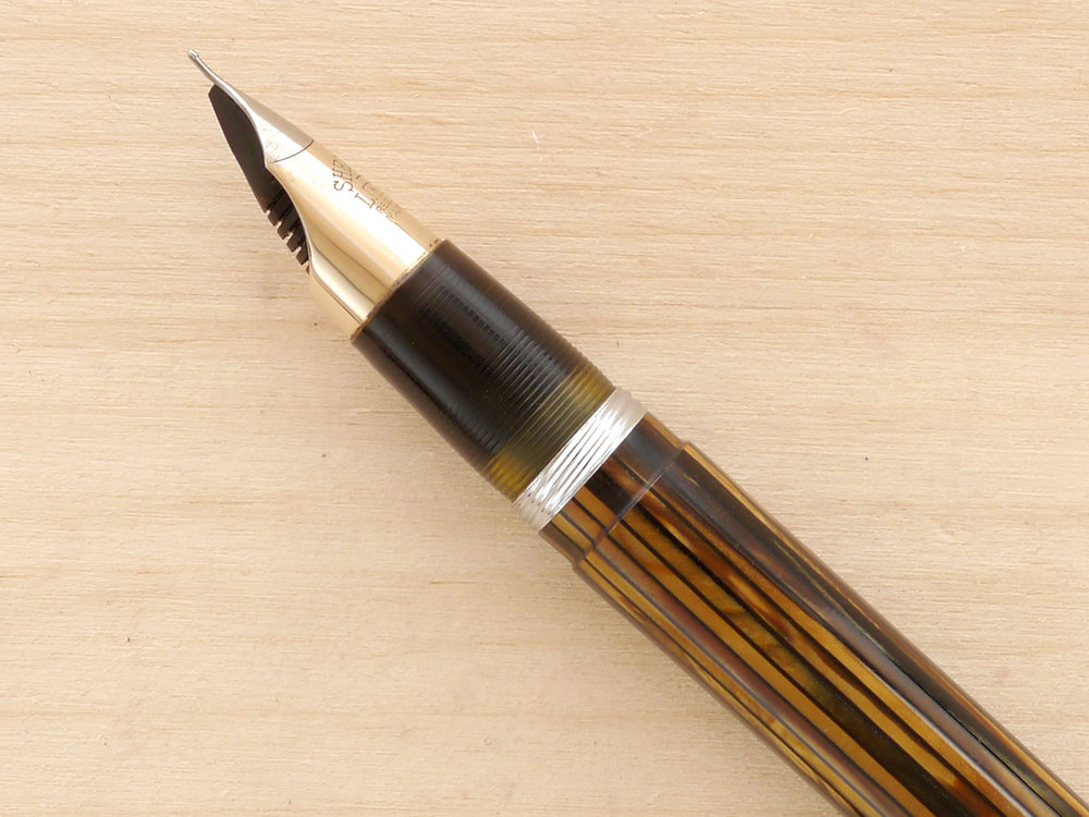 Sheaffer Triumph Statesman Vac, Golden Brown, F, nib profile showing excellent tipping geometry and alignment