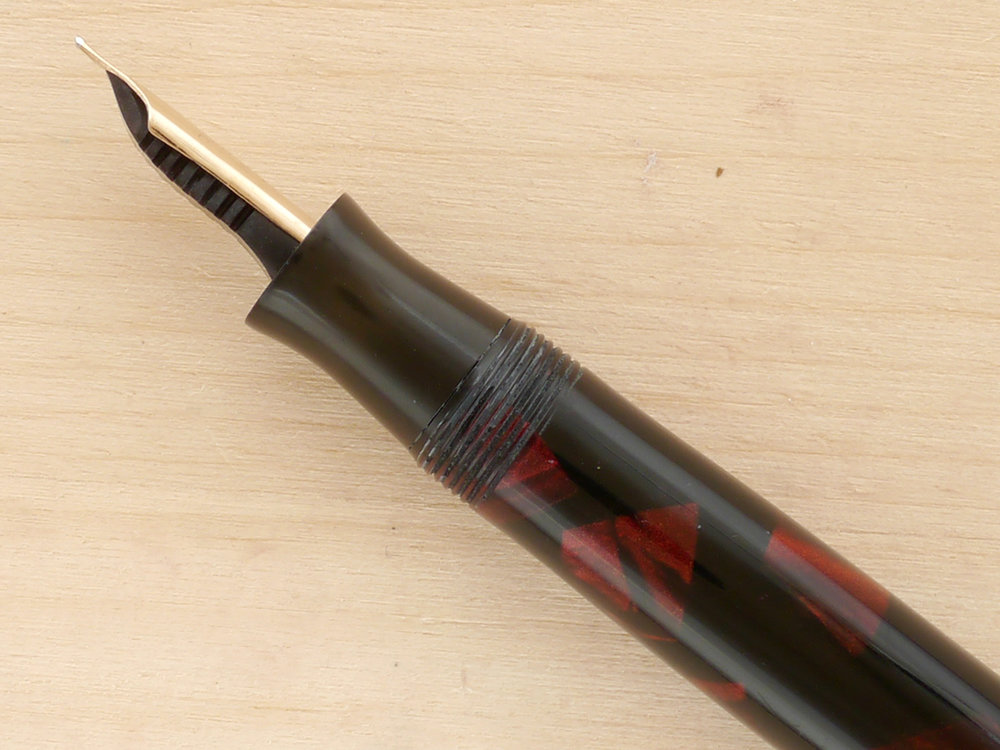 Parker Deluxe Challenger, Red Marble, M, nib profile showing excellent geometry and alignment