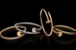 cartier-juste-un-clou-nail-bracelet-profile.jpg