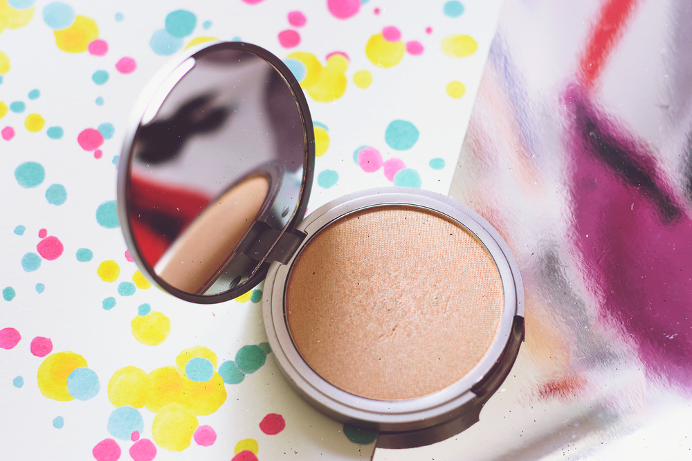 The Balm Mary-Lou Manizer Luminizer Highlighter Review Cruelty-Free Beauty