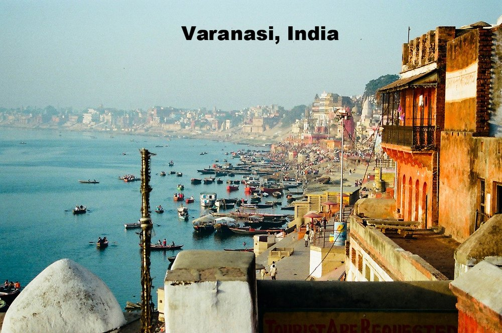 1280px-Ganges_River_bank,_Varanasi.jpg