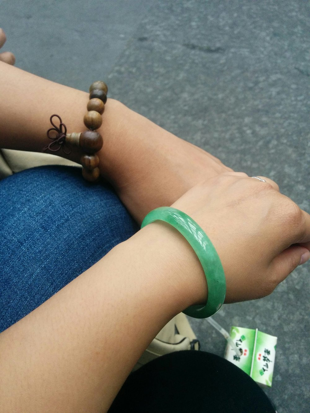 We both got new bracelets from the Taipei Weekend Jade Market 台北市建國假日玉市.