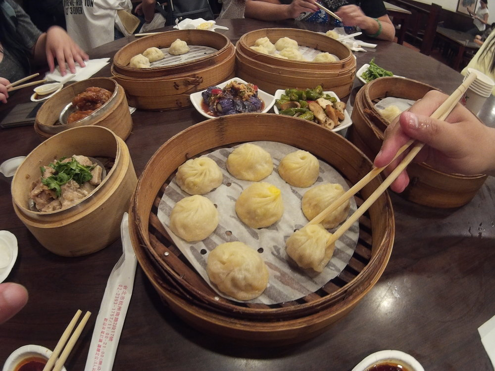 Hang Zhou Xiao Long Tang Bao 杭州小籠湯包    Opening hours: 11:30am - 9:30pm (Opens daily)   Nearest MRT: Chiang Kai Shek MRT Station (Exit number 5 and walk about 5 mins)