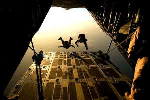 parachute-skydiving-parachuting-jumping-38447.jpeg