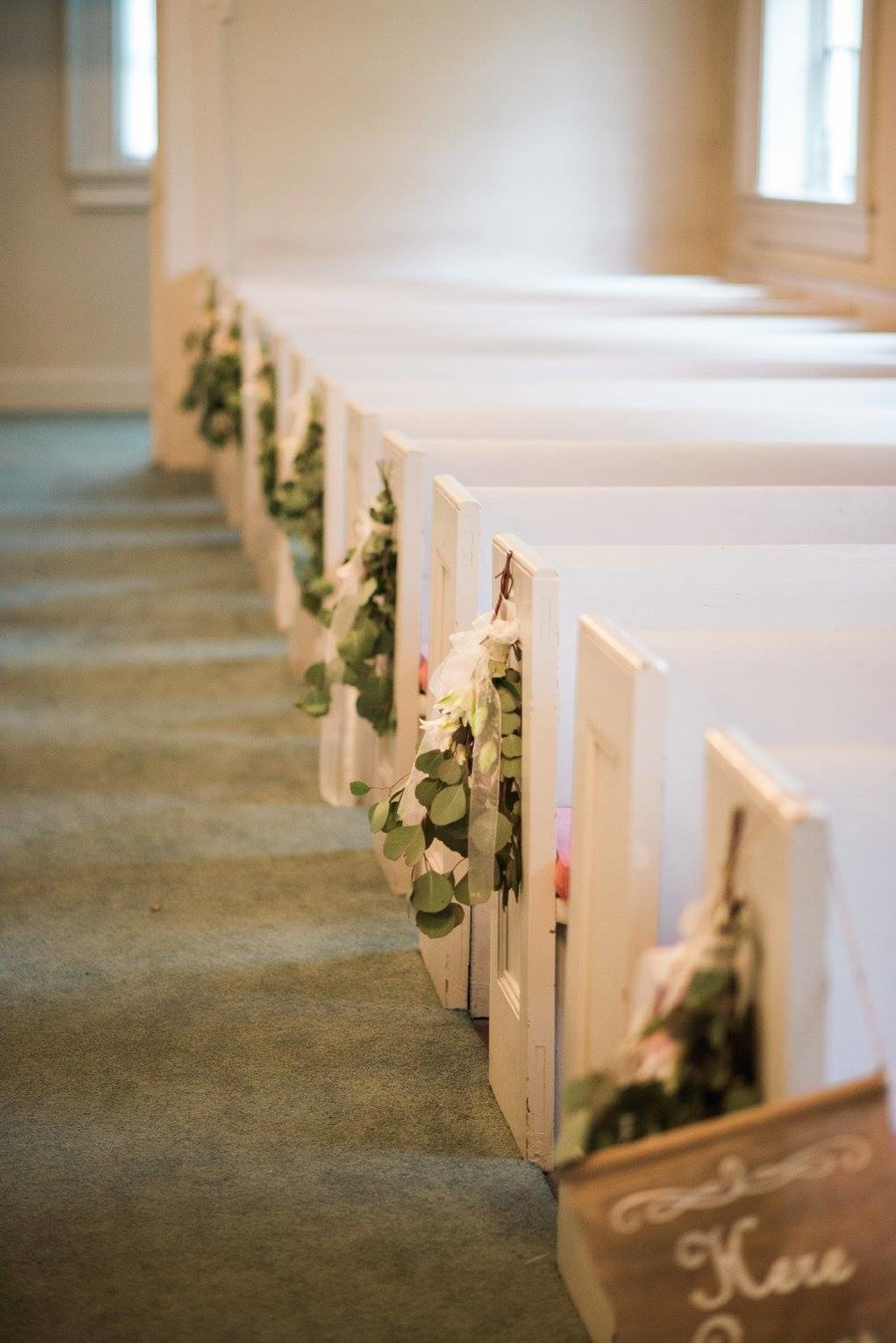 Classic Southern - Classic southern weddings incorporate shades of green, pink and cream roses in their decor. Common venues include white churches or historical plantations.