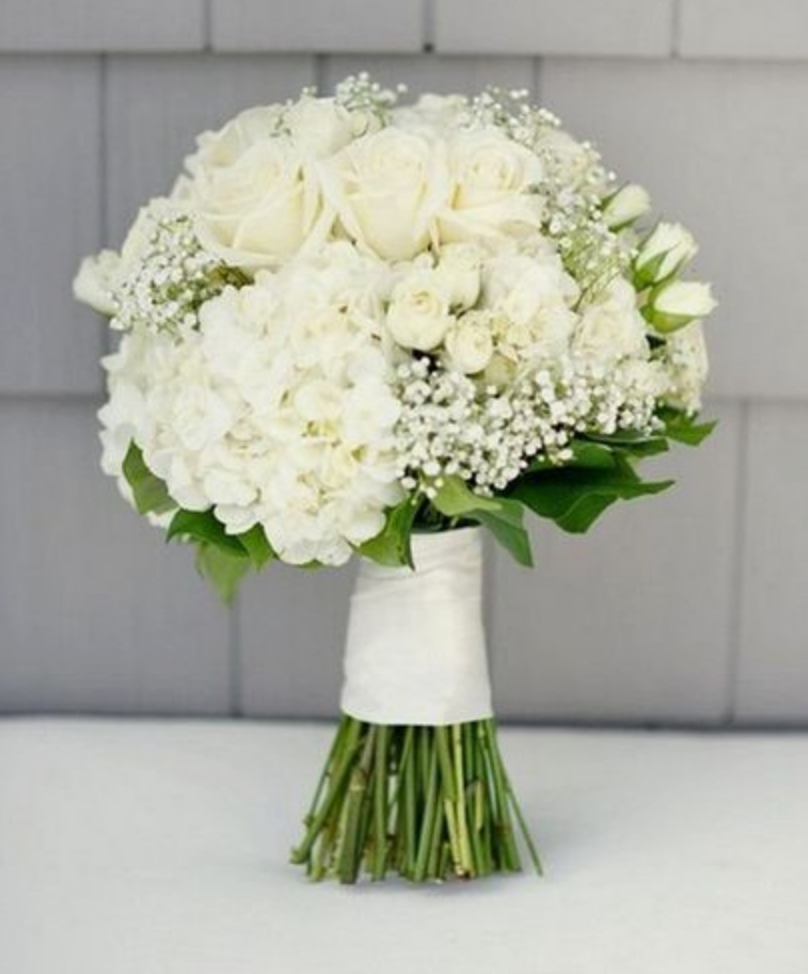 Rustic - Baby's breath is often used in rustic style weddings. It can be used in a bouquet as filler, or shaped into a flower crown or other hairpiece.
