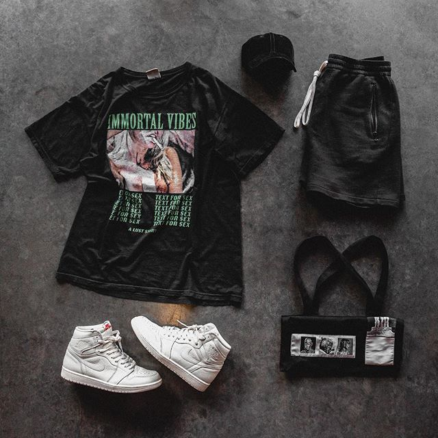 IMMORTALLY Yours 😈 #OutfitGrid #RagandBone Cap #ImmortalVibes Tee #Essential Shorts #RickOwens Tote #Jumpman23 Sneakers @Outfitgrid @Dennistodisco . . . . #onthefloor #hypebeaststyle #hsstyle #jordan1club #af1 #clubfearofgod #pacsunmen