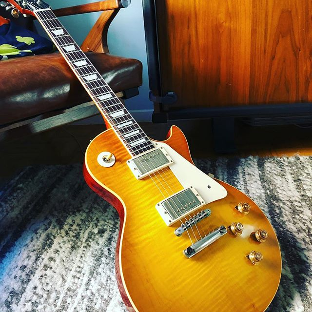New addition to the Airlift fleet: 2016 #mikemccready signature #gibson #lespaul 1959 reissue. #airlift #airliftnyc