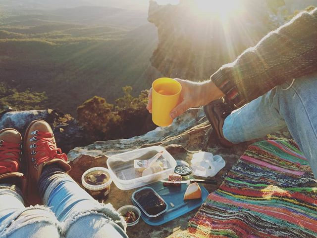 We had an epic sunset picnic 😍🏔️ Livin @gkerro xx
