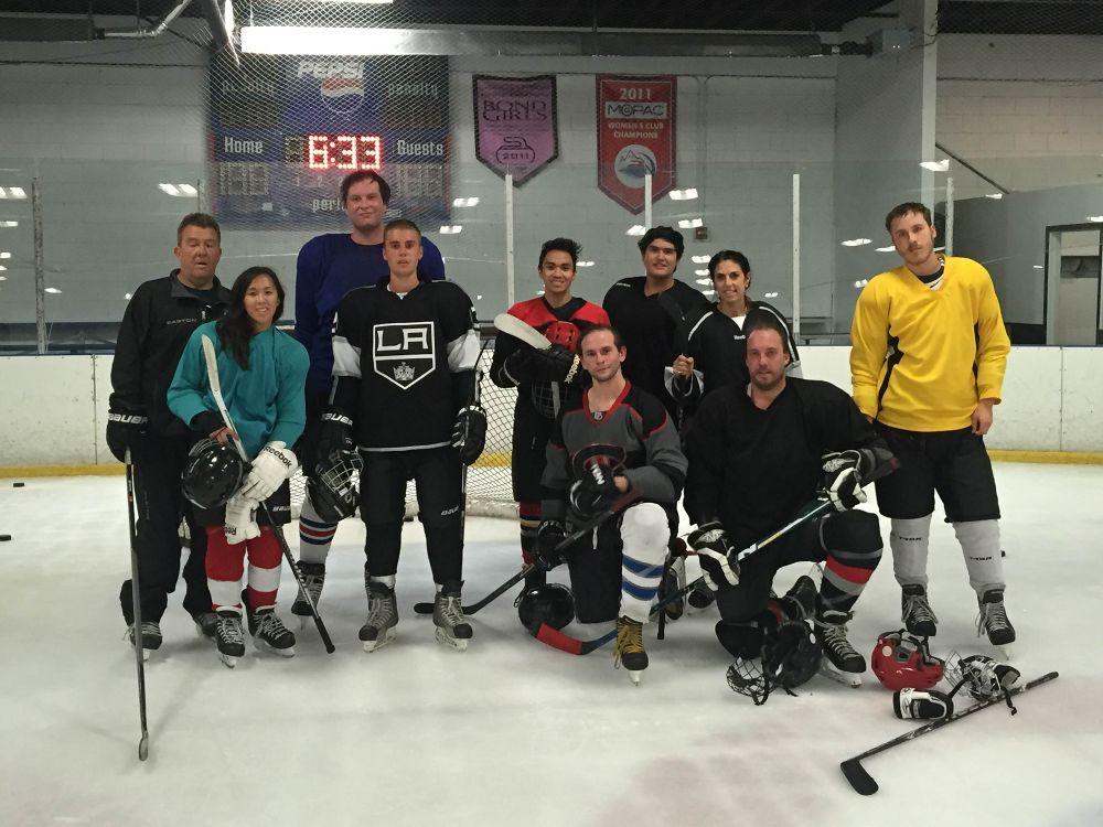 justin-bieber-in-la-kings-jersey-playing-hockey-w-a-few-instabrand.jpg