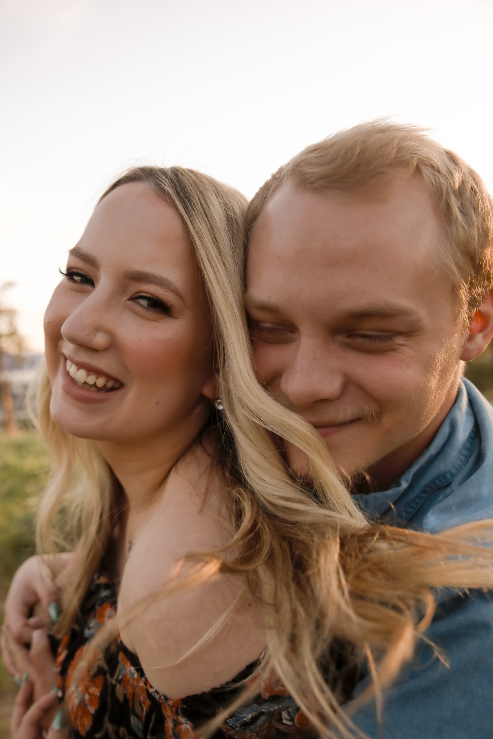 couple engagement session dilworth mountain windy summer.jpg