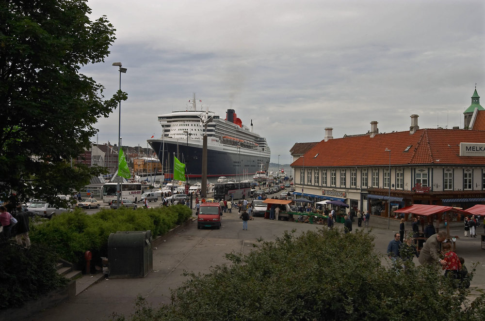 Besøk av cruiseskipet Queen Mary harald ebeltoft.jpg