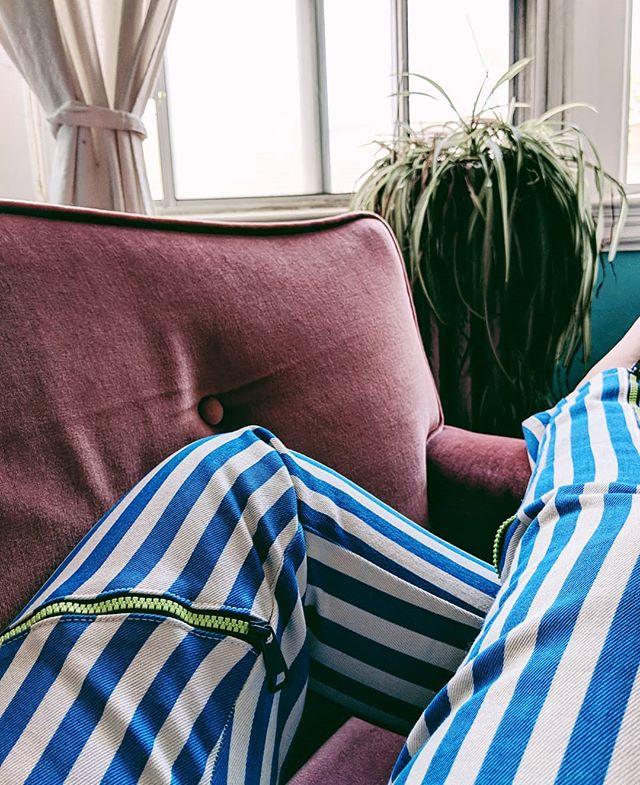 Today's pantaloons 💁🏻♀️. ~@sarah.kohler #aexelkohler #teampixel