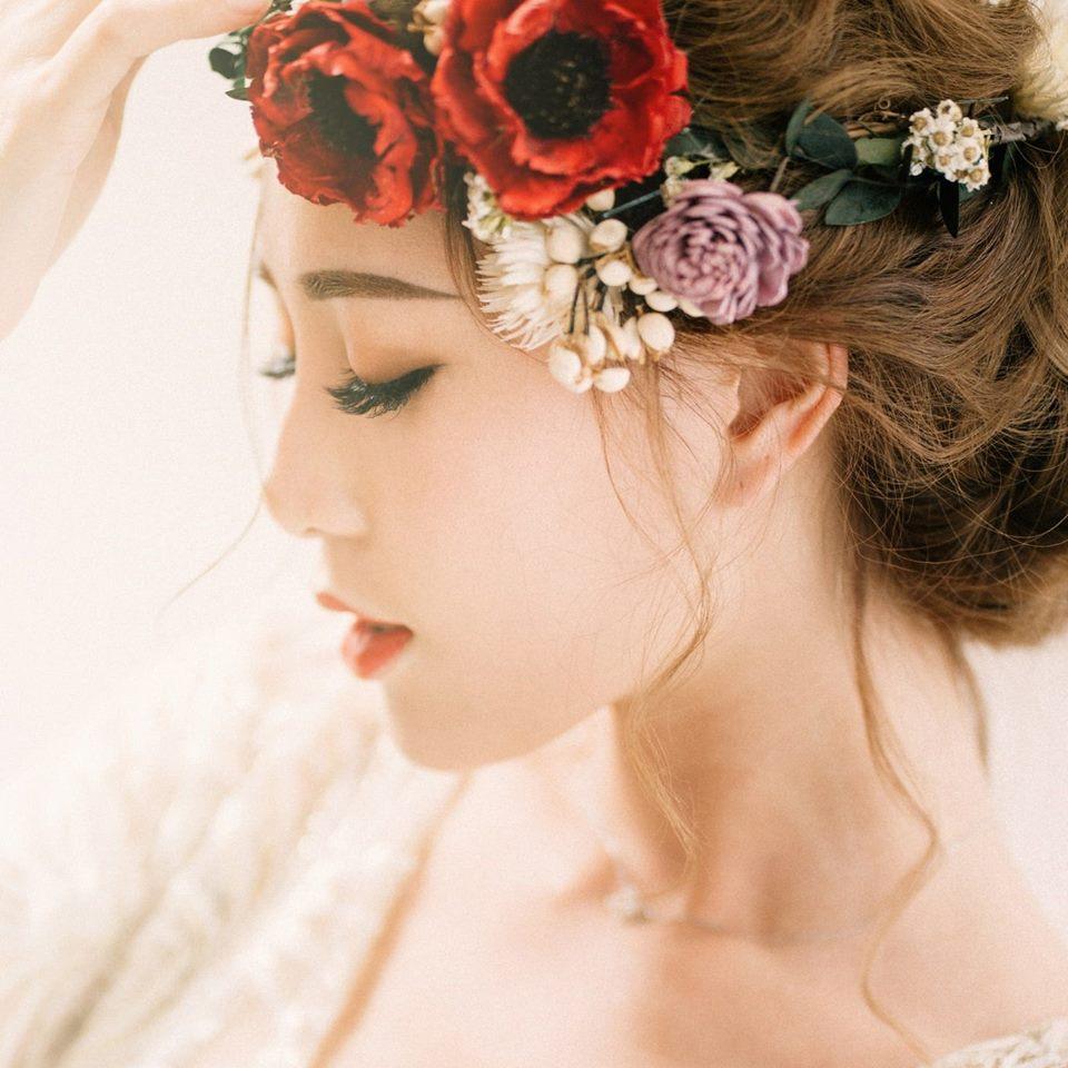 台北新娘秘書Winnie 唯你新娘造型      髮型設計師,並不定期積極進修充實自己,讓自己擁有更精緻的技術。