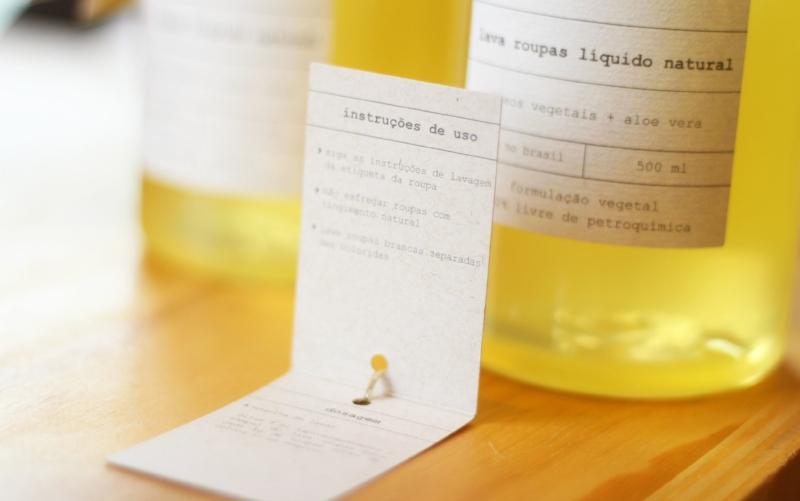 O produto acompanha instruções de lavagem e dicas sobre como preservar sua peça.