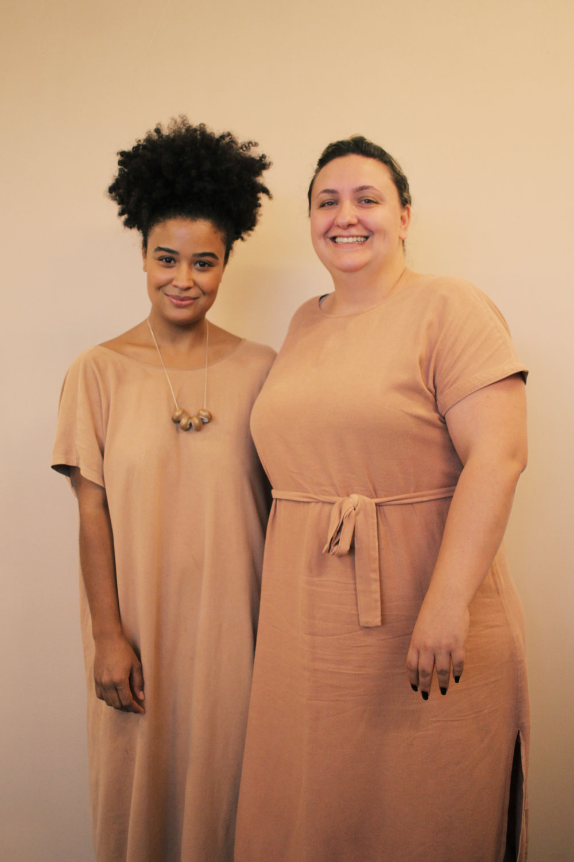 Ana e Karina - E é com muito carinho, pensando em todos os detalhes, da roupa até chegar em você, que a nossa equipe trabalha integrada e movida pelo mesmo olhar.