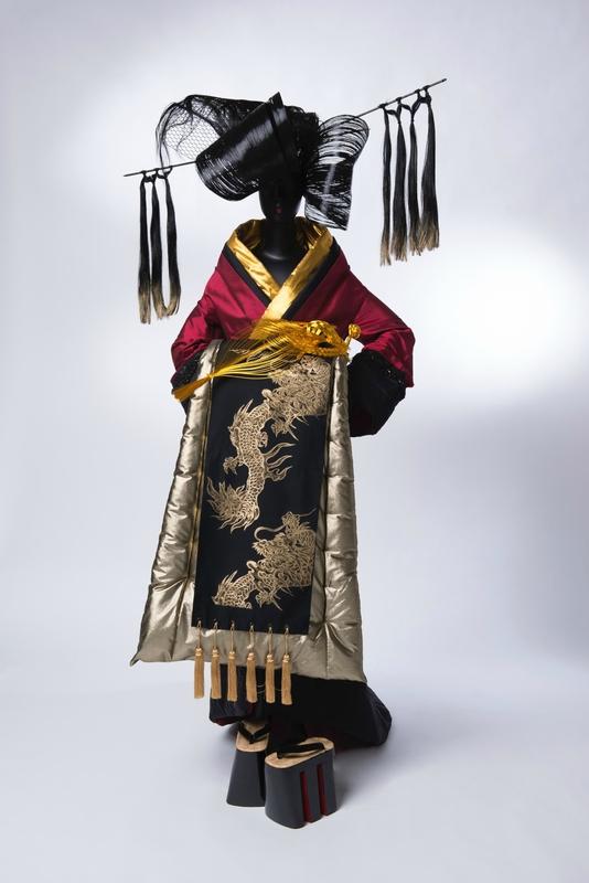 Junko Koshino, Kimono,Oiran Collection, soie et polyester, 2009, Junko Koshino.Crédits : JUNKO KOSHINO Inc. / Photographie : Yutaka Mori