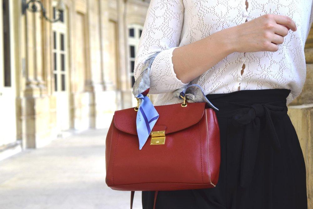 petitjean paris portraits of Parisian girls charlotte silk accessories scarves